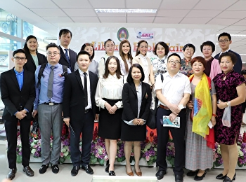 Executives from China are invited to visit the Academic Resource Center.